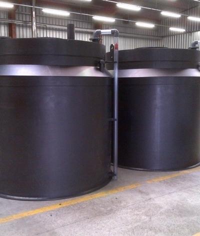 Cuves PEHD 15 et 5 m3 avec rétentions pour le stockage de chlorure ferrique